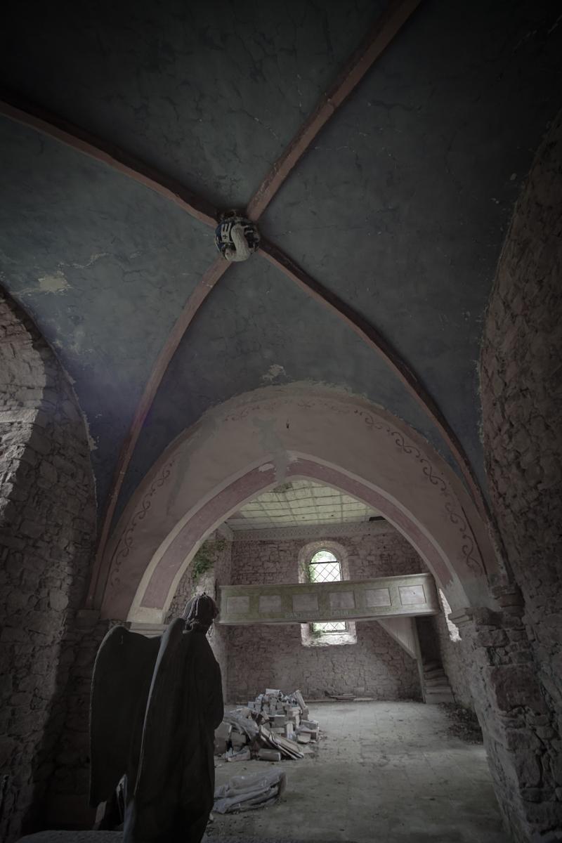 Sklepieni krzyżowe przbiterium .  Dawny kościół  św.Michała Archanioła Okrzeszyn