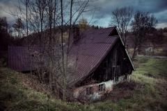 Tu już nikt niemieszka - dom wRudawach Janowickich                         fot.Krzysztof Romańczukiewicz