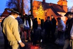 Święcenie ognia - Bukowina Tatrzańska. Poświęcony ogień whubach roznoszony jest dodomów .