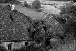 Opuszczone gospodarstwo wKrowiarkach fot>Krzysztof Romańczukiewicz www.fotoPort.pl