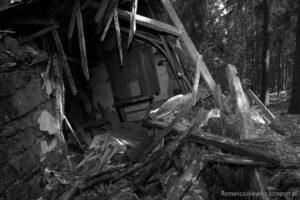 Ruina kaplicy kalwaryjskiej wlesie nadWójtowicami