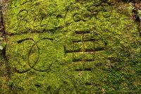 Ryty - napisy na skałach pod zamkiem Bolczów