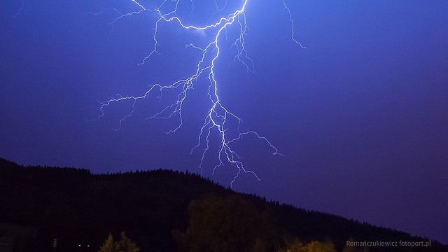 Burza. Błyskawica nadCzartowcem. fotoPort.pl
