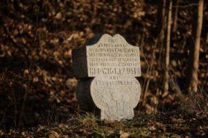 Hedwig Krause - ofiara samochodowego wypadku upamiętniona naprzydrożnym pomniku z1926 roku. Karkonosze