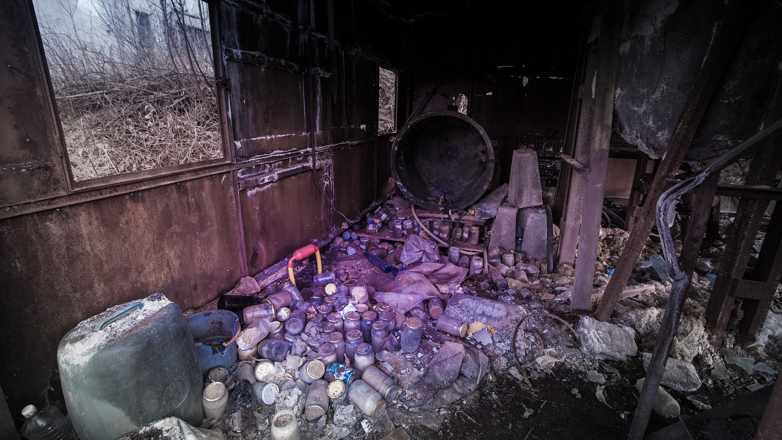 Wnętrze opuszczonych Zakładów R-1 wKowarach
