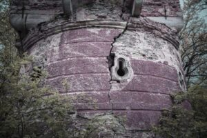 Otwór strzelniczy. Pielaszkowice. Ruiny zamku