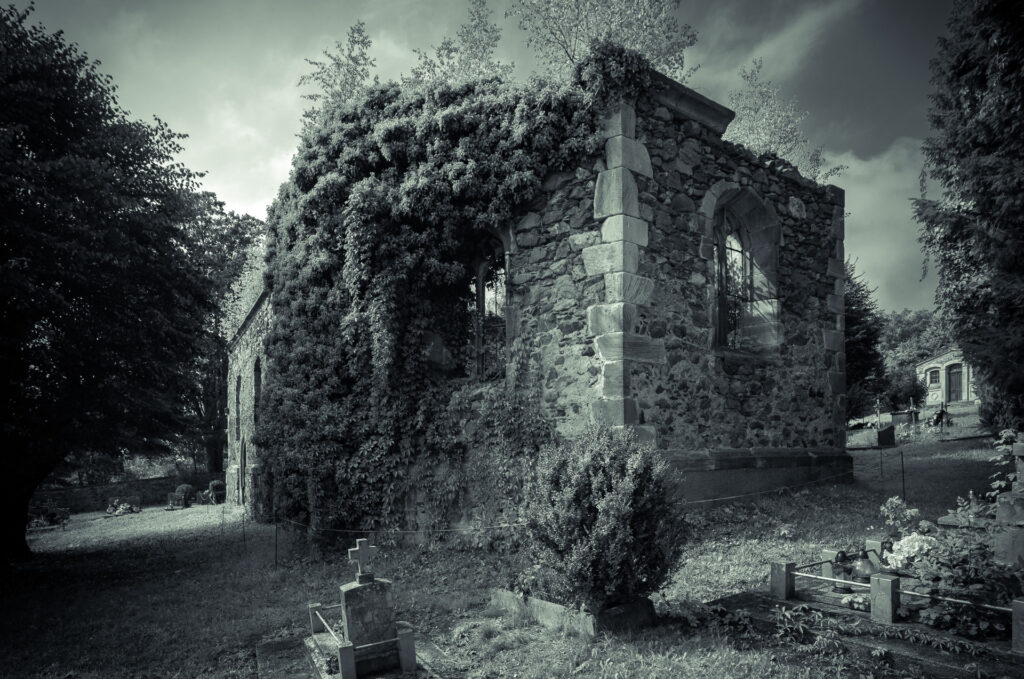 Ruiny kościoła w Rząsinach